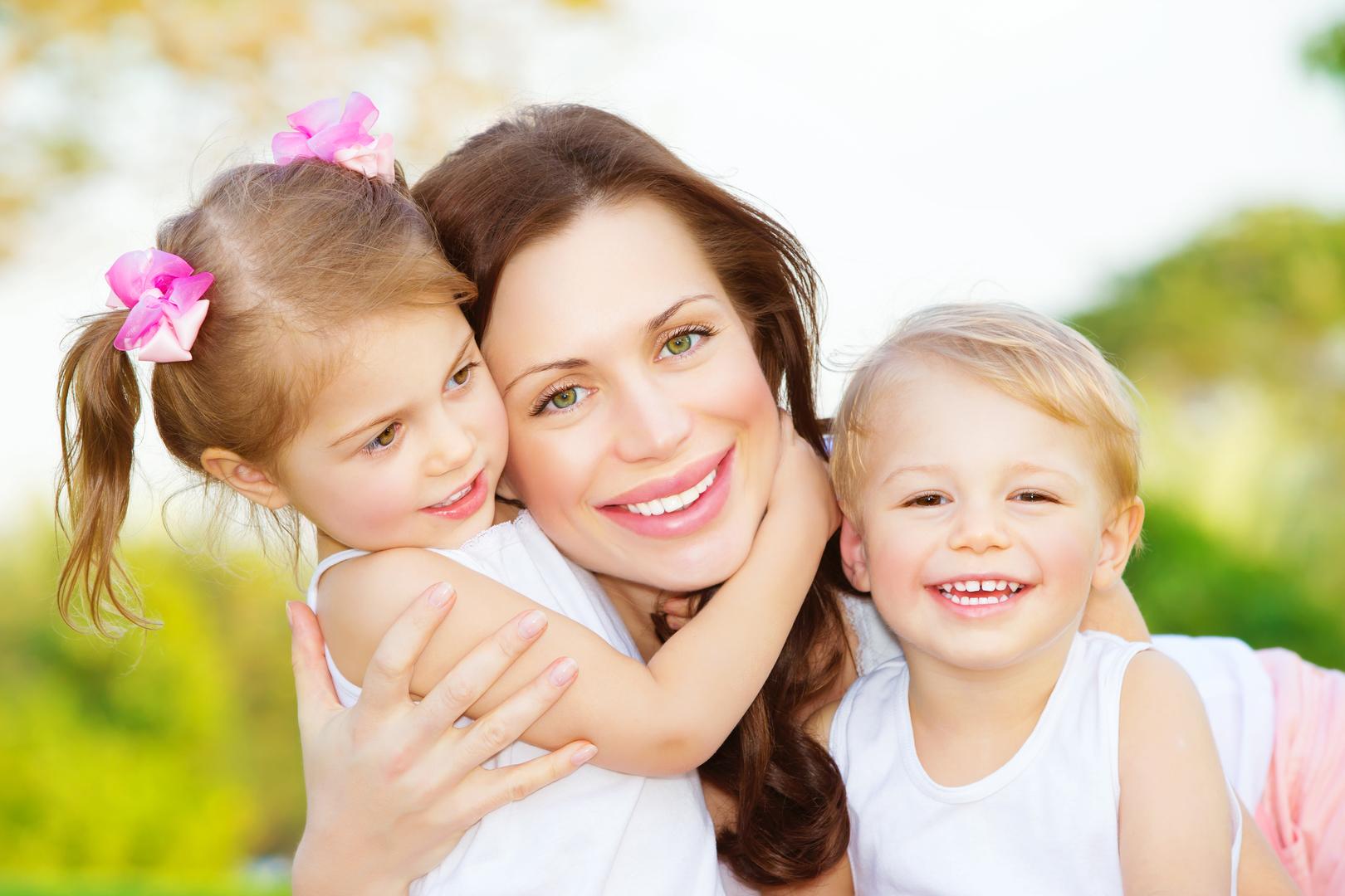 Картинки мать и двое детей