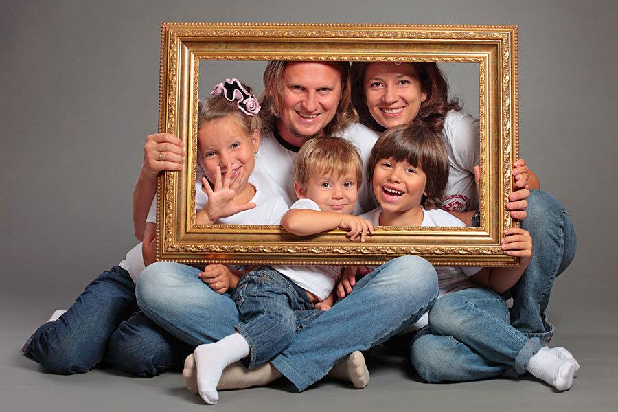Фото марка дакаскоса и его семьи знаю